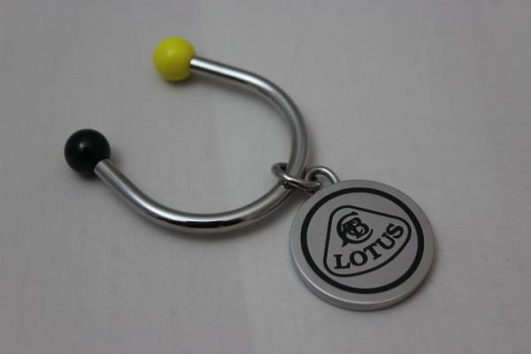 Schlüsselanhänger Lotus Logo Hufeisen