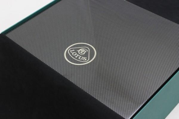 Lotus Carbon Humidor
